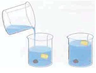 Рис.4 Пробка легче воды, поэтому она не тонет. Камень тонет, потому что он тяжелее.